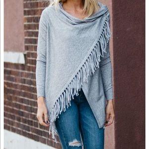 Sweaters - Grey cardigan with fringe
